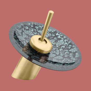 <PRE>Waterfall Faucet Heavy Antique Brass 7&quot;H Glass Short </PRE>