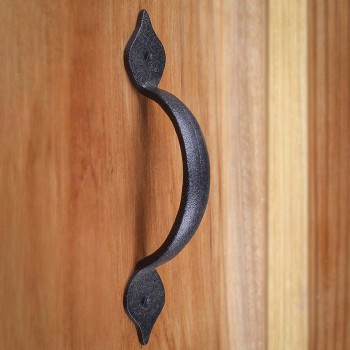 <PRE>Spear Door or Drawer Pull Black Wrought Iron 5 1/2inch </PRE>zoom8