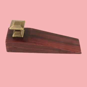 <PRE>Door Wedge Solid Mango Wood Oil Rubbed Bronze Knob Cherry </PRE>