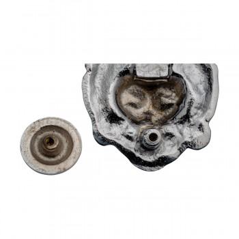 <PRE>Large Chrome Cast Brass Lion Head Door Knocker 6 1/4 Inch X 3 5/8 Inch</PRE>zoom11