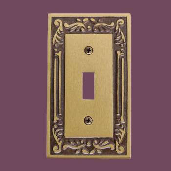 <PRE>Victorian Switch Plate Single Toggle / Dimmer Antique Brass </PRE>