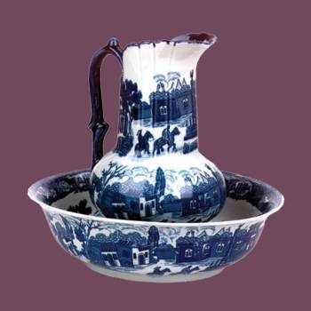 <PRE>Chamber Pot Set Delft Blue Ceramic Chamber Pot and Pitcher </PRE>