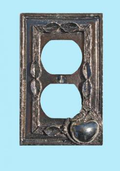 <PRE>Switchplate Antique Solid Brass Apple Outlet </PRE>zoom2