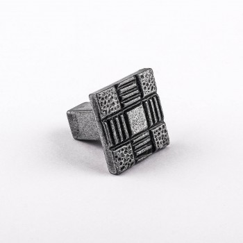 <PRE>Iron Cabinet Knob And Pulls Square Aztec Pewter Finish Cabinet Hardware</PRE>zoom3