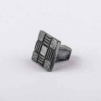 <PRE>Iron Cabinet Knob And Pulls Square Aztec Pewter Finish Cabinet Hardware</PRE>zoom7