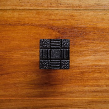 <PRE>Square Aztec Cabinet Hardware Iron Cabinet Knobs And Pulls Black</PRE>zoom2