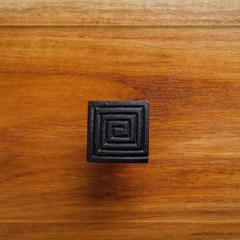 <PRE>Square Maze Cabinet Knob Black Iron</PRE>