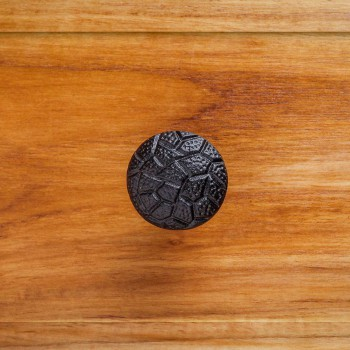 <PRE>Round Cabinet Knob &quot;Cobble Stone Design&quot; Black Iron</PRE>