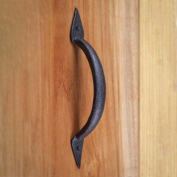 <PRE>4 Door Pull Spike Black Wrought Iron 6 3/8inch H X 1 1/4&quot; W </PRE>zoom8