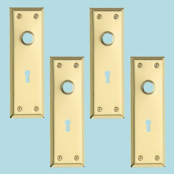 spec-<PRE>4 Door Back Plate Bright Solid Brass Stamped w/Keyhole 7 3/4&quot; </PRE>