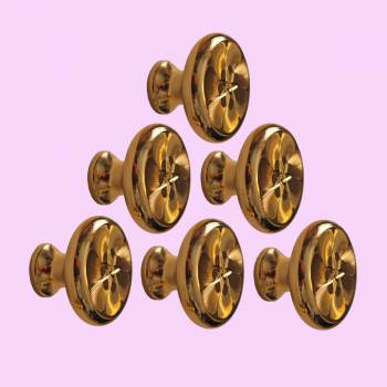 <PRE>4 6 Cabinet Knob Bright Solid Brass 1 1/4&quot; Dia </PRE>