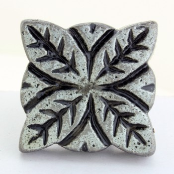 <PRE>Flower Iron Cabinet Knob Pewter Finish Cabinet Hardware Pack of 4</PRE>zoom6