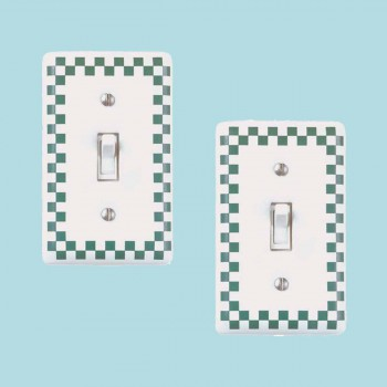 <PRE>2 Porcelain Switch Plate Green Checkered Single Toggle </PRE>zoom2