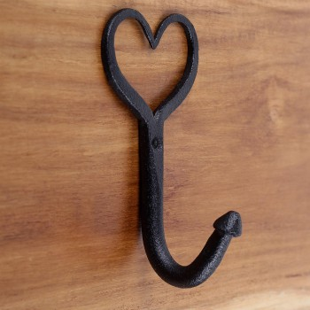 <PRE>10 Coat Robe Hook Wrought Iron Heart Black 5inchH X 3&quot;  </PRE>zoom9