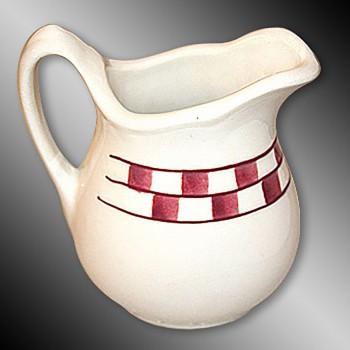 <PRE>Creamer Red/White Checkmate Stoneware Creamer Handpainted </PRE>zoom3