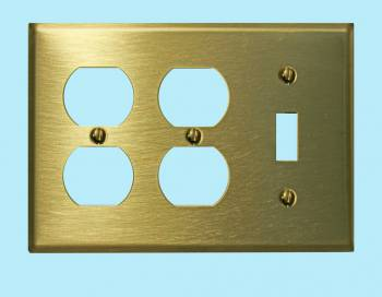 <PRE>Switchplate Brushed Solid Brass Toggle Double Outlet </PRE>zoom2
