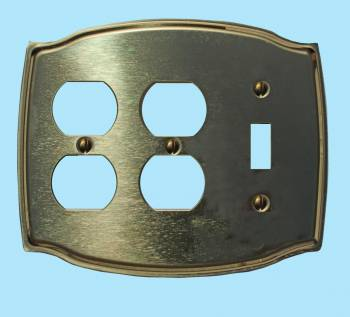<PRE>Switchplate Bright Solid Brass Toggle/Double Outlet </PRE>